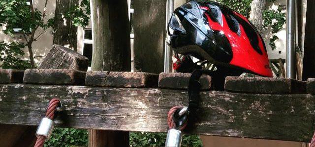 Hinweise der Unfallkassen Nr. 1: Helm ab auf dem Spielplatz!