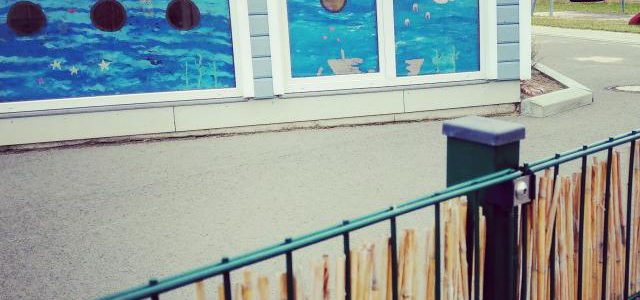 Hinweise der Unfallkassen Nr. 85: Fenster in Kita-Außenspielbereichen