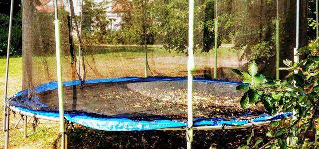 Hinweise der Unfallkassen Nr. 12: Trampoline in Kita & Hort