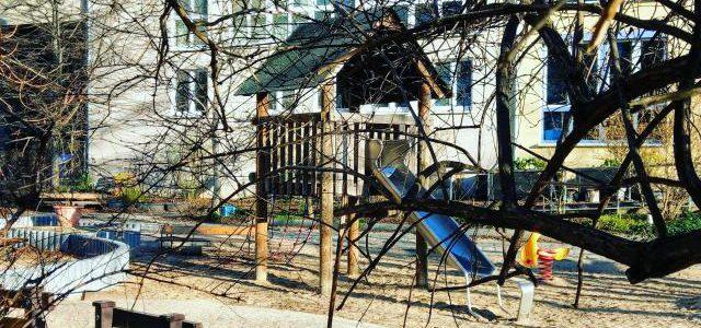 Hinweise der Unfallkassen Nr. 166: Kita-Ausflug zum Spielplatz