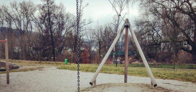 Hinweise der Unfallkassen Nr. 182: Seilbahnen auf dem Spielplatz oder Kita-/Hort-Freigelände