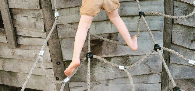 Hinweise der Unfallkassen Nr. 279: Wie hoch klettern in Krippe, Kita oder Hort?