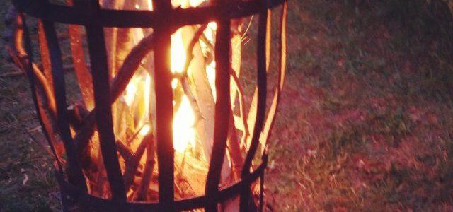 Hinweise der Unfallkassen Nr. 282: Kita-Sommerfest, Grillen und Lagerfeuer